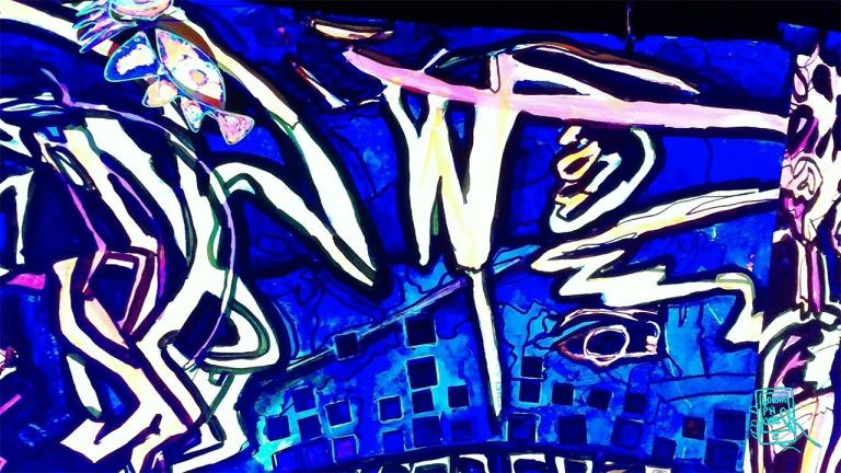 close up lornaphone plagturns1 w